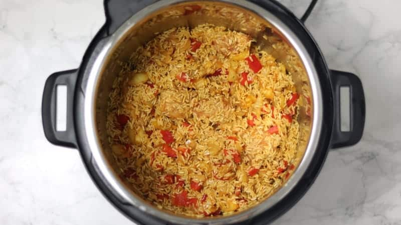 rice, chicken, bell pepper in instant pot.